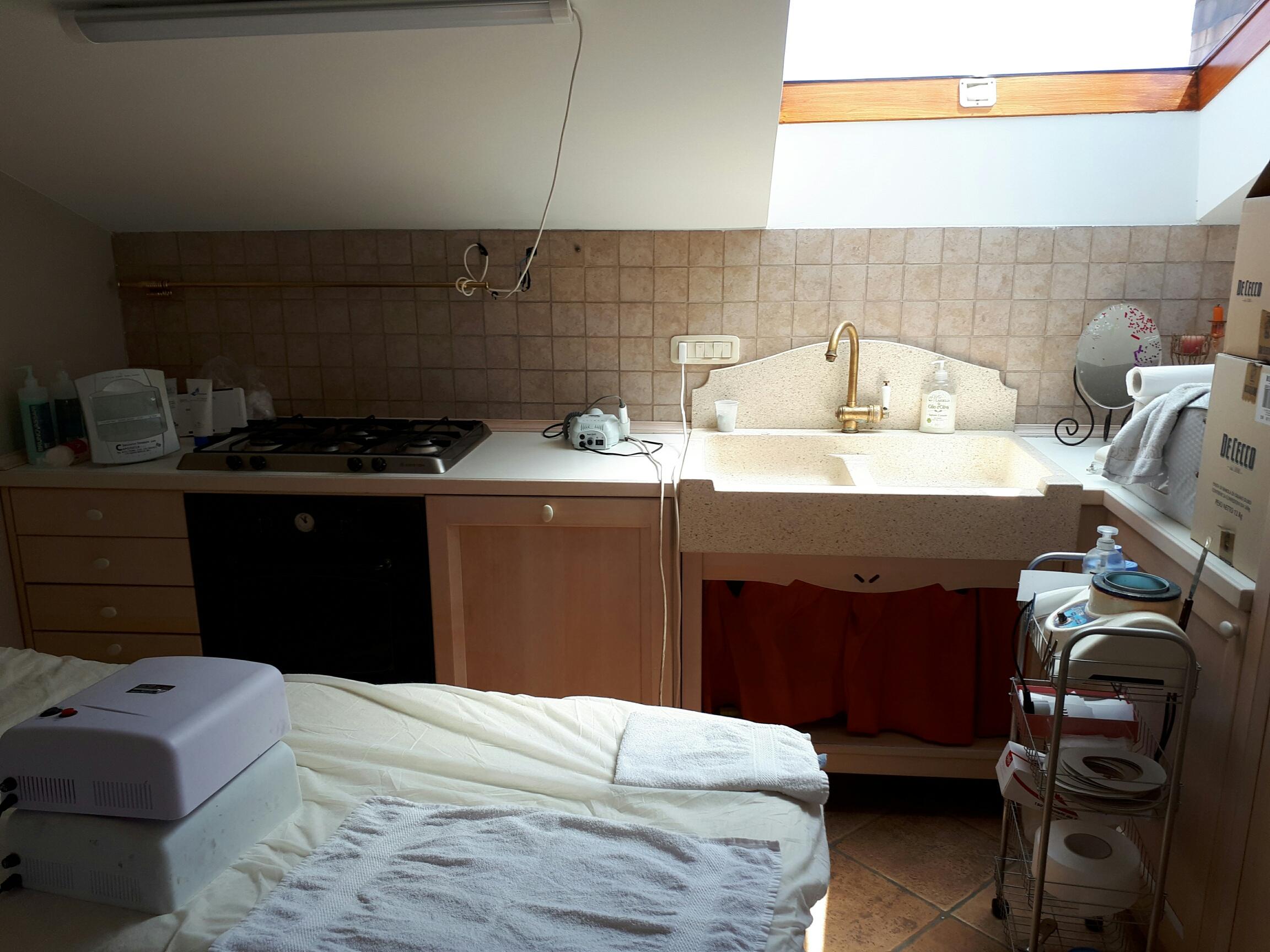 Bedetta appartamento seminuovo con garage for Garage con appartamento in cima