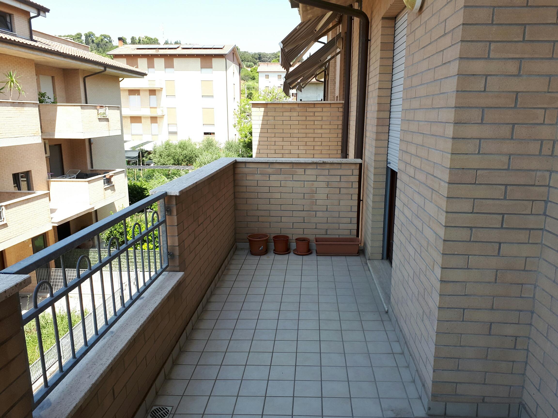 Bedetta appartamento seminuovo con garage for Log garage con appartamento